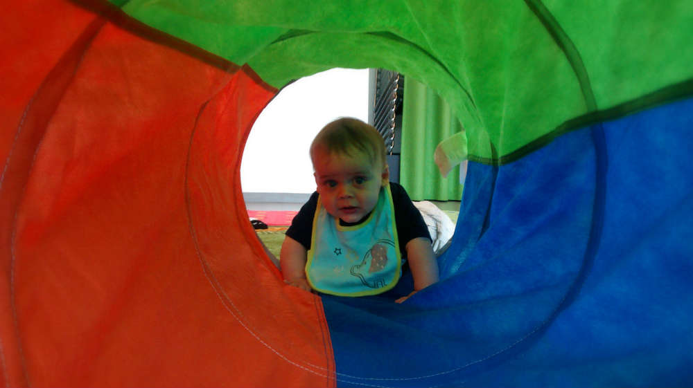 simple baby play ideas and activities: tunnel play, create a different sensory and visual experience. baby-brain.co.uk psychology perspective, resource, blog, motherhood and babies