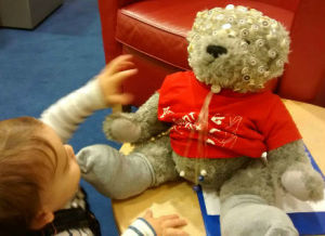 baby-brain.co.uk infant psychological research participant @the baby lab. bear shows EEG