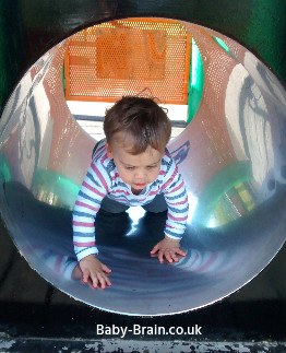 Outdoor Play! The Psychology of Play with baby, toddler and kids - the benefits and more!